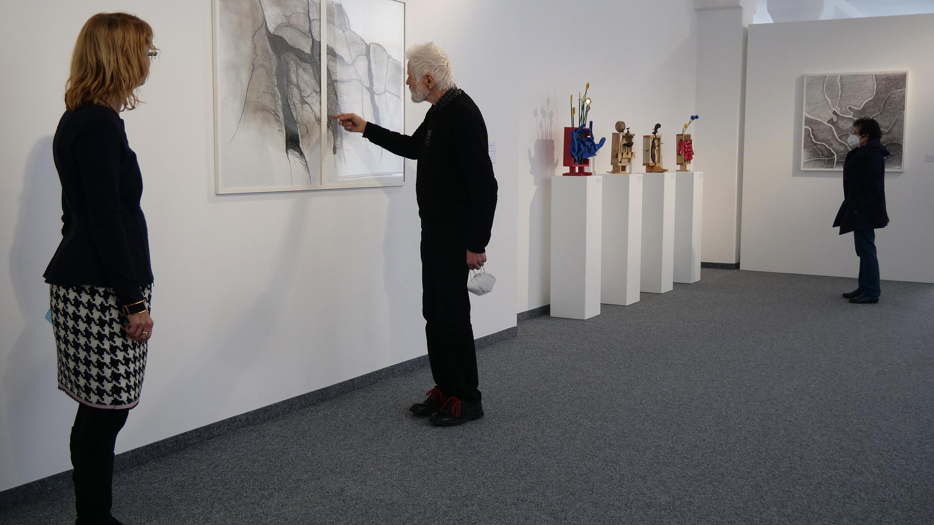 Angelika Drescher, Fero Freymark und seine Frau Ute Pohl  (von links) freuen sich auf Besucher in der Pforzheim Galerie