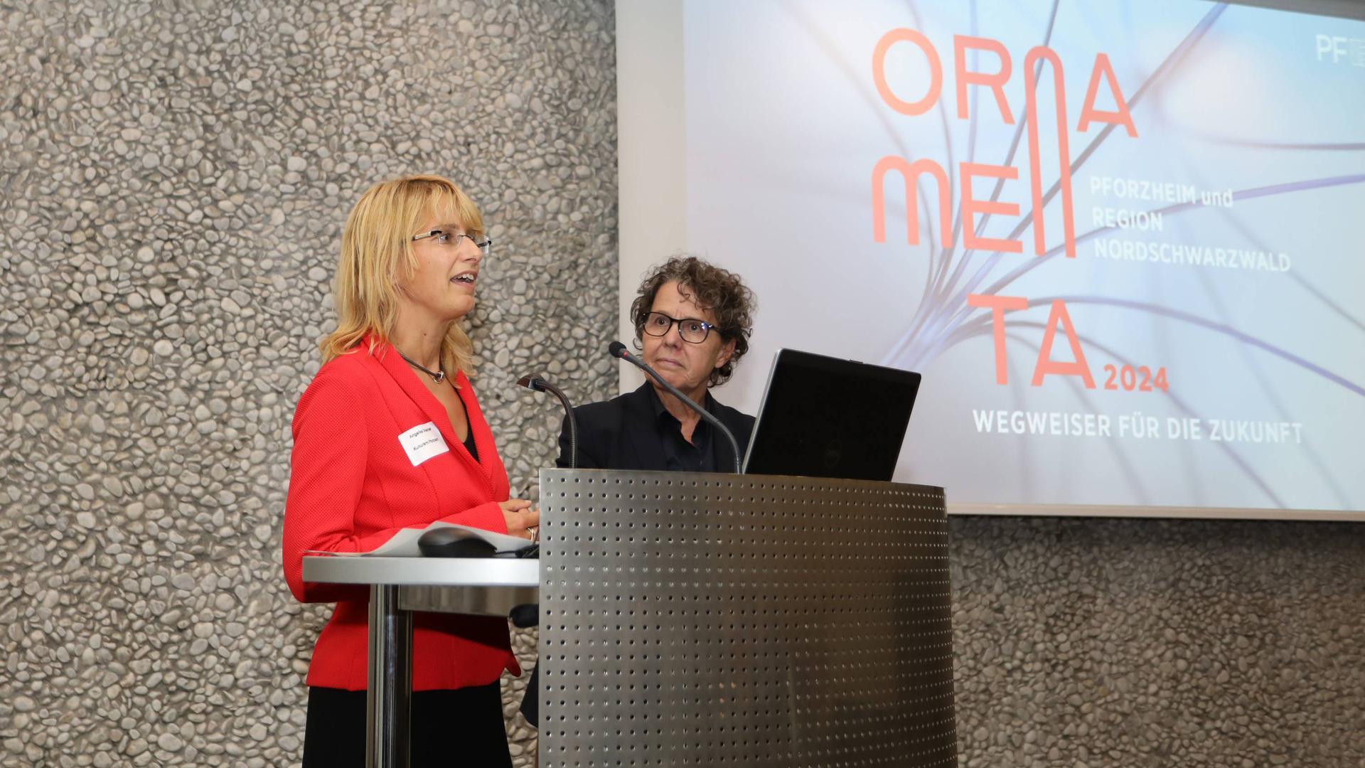 Gemeinsam für eine Ornamenta 2024 arbeiten Kulturamtsleiterin Angelika Drescher und Bürgermeisterin Sibylle Schüssler (von links).