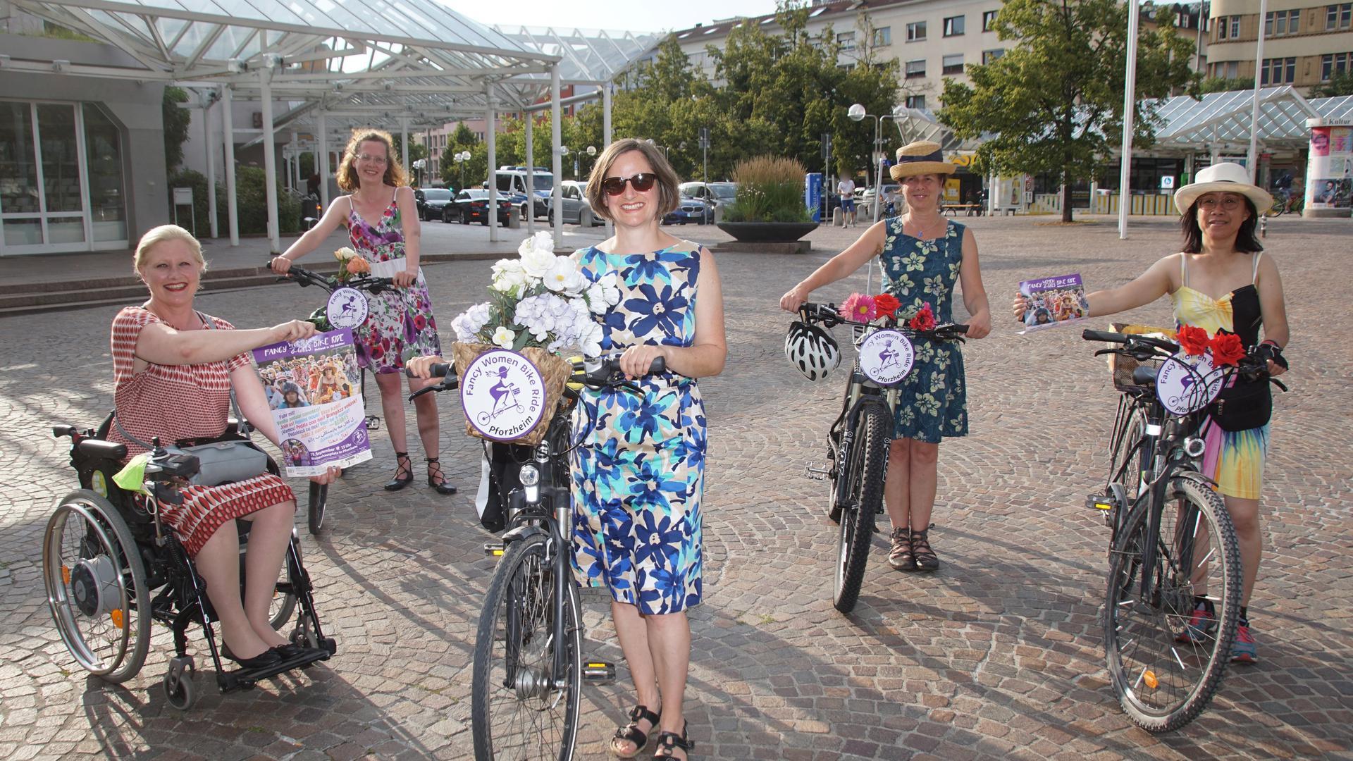 In den Startlöchern: Auf den Fancy Women Bike Ride freuen sich Stephanie Aeffner, Sabine Rabl, Kirstin Heissenberger, Christine Fischer und Jing Wormer (von links).