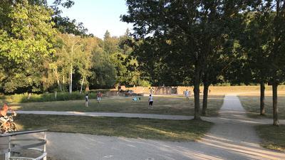 Spiel in den Römerauen im Enzauenpark von Pforzheim