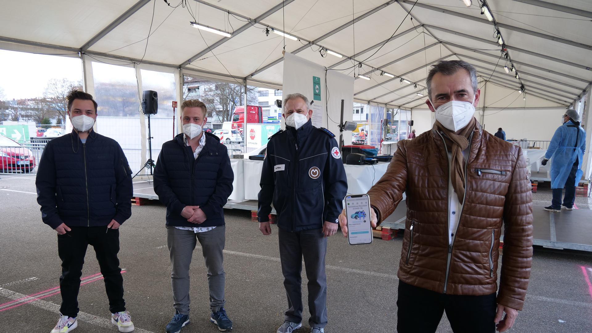 Marcus Mürle, Robin Stephan, Franz Weiss und Marco Nabinger (von links) im Corona-Testzentrum in Pforzheim.