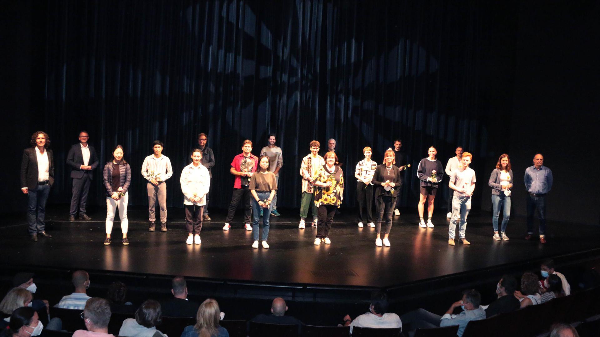 Theaterleute auf der Bühne