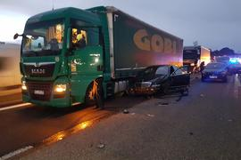 Mehrere Unfallfahrzeuge auf der A8 bei Pforzheim.