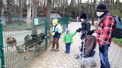 Familie im Pforzheimer Wildpark