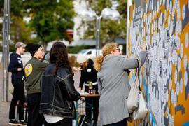 Plakatwand für Ideen zur Zerrennerstraße auf dem Waisenhausplatz in Pforzheim