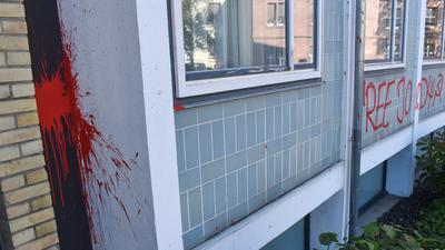 Farb-Anschlag auf Gerichtsgebäude in Pforzheim