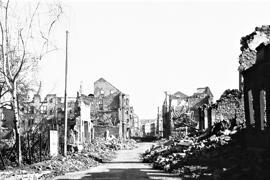 An der Gymnasiumstraße, in dem sich Wohnhaus mit Ladengeschäft der Familie befand, stand Joseph F. vor 75 Jahren in einer Trümmerwüste. Foto: Stadtarchiv