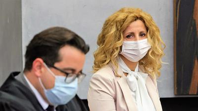 Abtreibungsgegnerin Pavica Vojnovic aus Mühlacker und ihr Anwalt Tomislav Cunovic bei der erstinstanzlichen Verhandlung vor dem Verwaltungsgericht Karlsruhe im Pforzheimer Ratssaal.