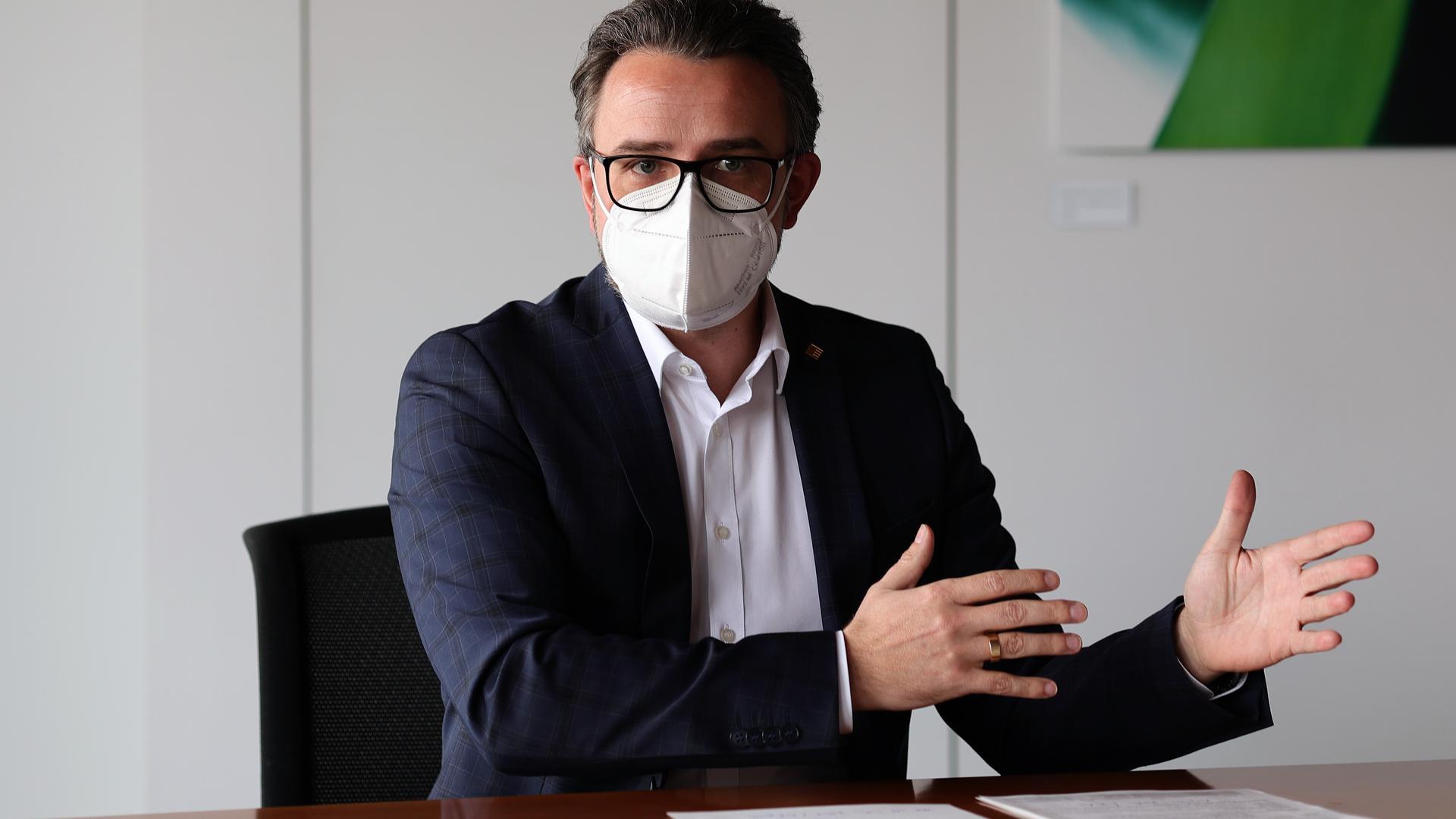 Pforzheims Oberbürgermeister Peter Boch (CDU) informiert am Freitag im Rathaus über eine bevorstehende Kundgebung der rechtsextremen NPD.