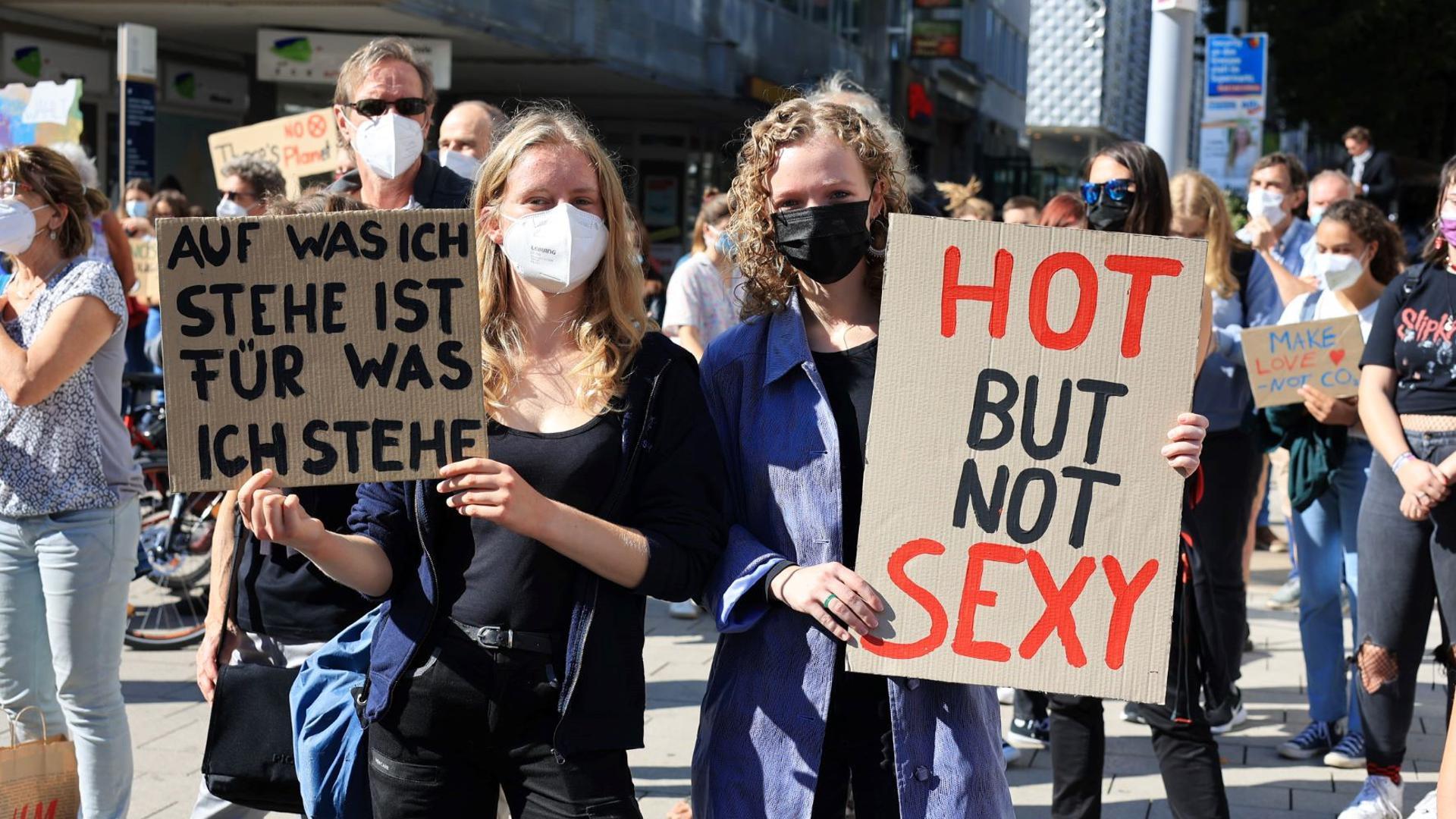 Teilnehmerinnen der Pforzheimer Klimademo