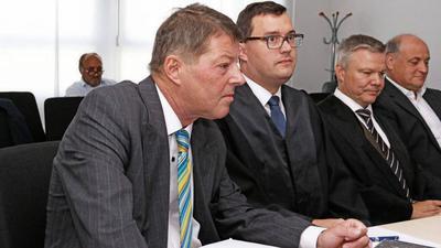 Vor Gericht: Die Ex-Geschäftsführer Roger Heidt (links) und Thomas Engelhard (rechts) klagen gegen die Stadtwerke Pforzheim, die zu 65 Prozent der Stadt gehören. Ein Verkündigungstermin wurde nun auf den 28. November verschoben.