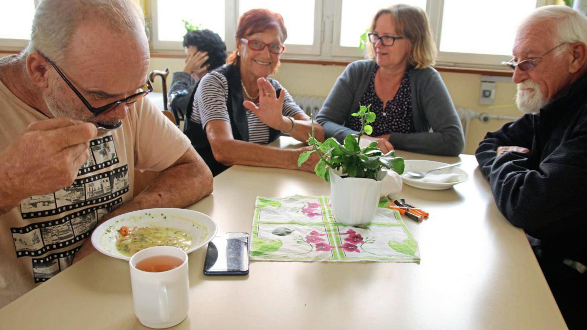 In der Suppenküche in der Kiehnlestraße erhalten Besucher an drei Tagen die Woche für 50 Cent Eintopf, Brötchen und Tee.