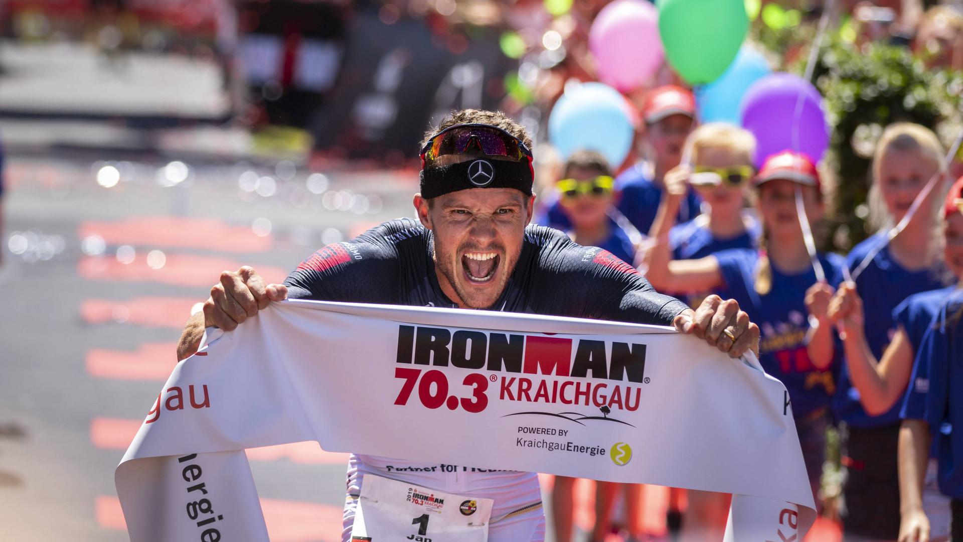 Der Sieger 2019, Jan Frodeno, beim Zieleinlauf.