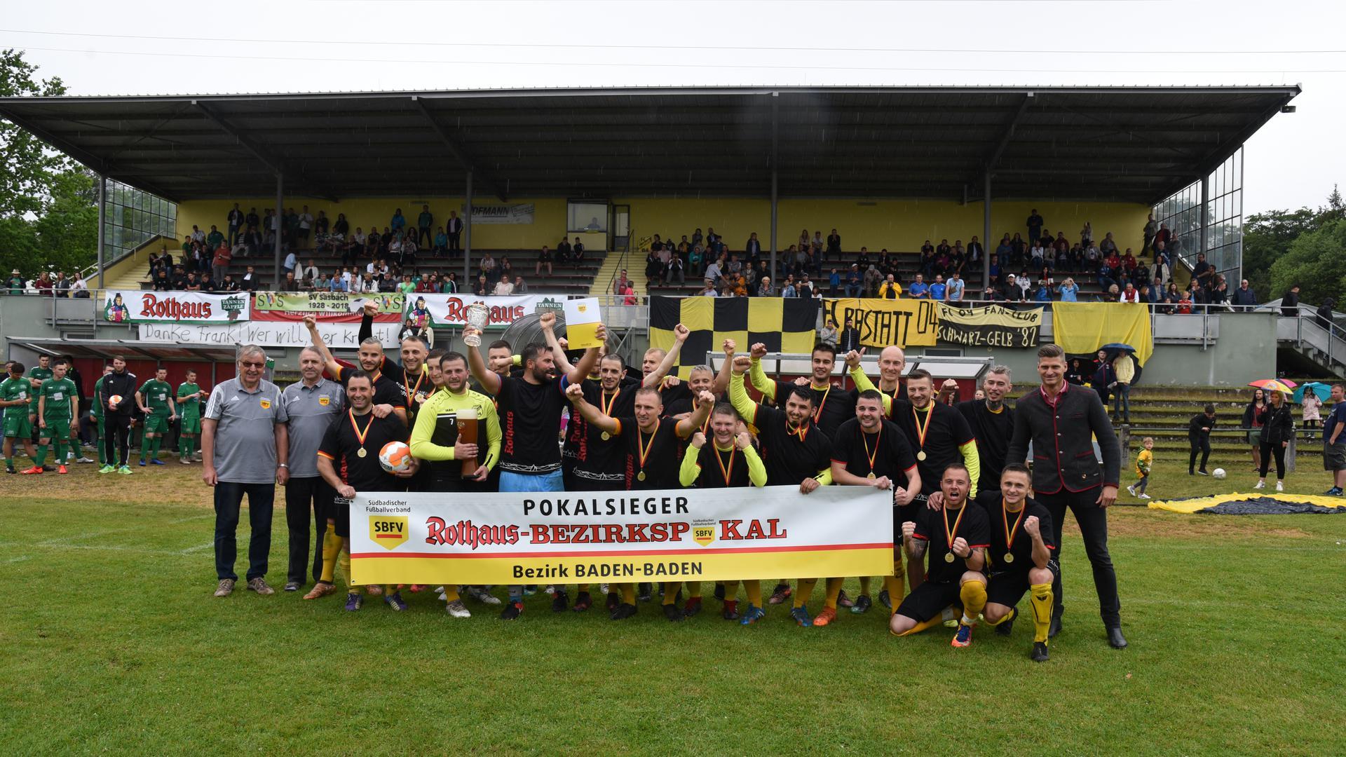 Jubel im Münchfeldstadion: Der FC Rastatt 04 feiert am 10. Juni 2019 den 5:1-Finalsieg im Bezirkspokal gegen den SV Sasbach.