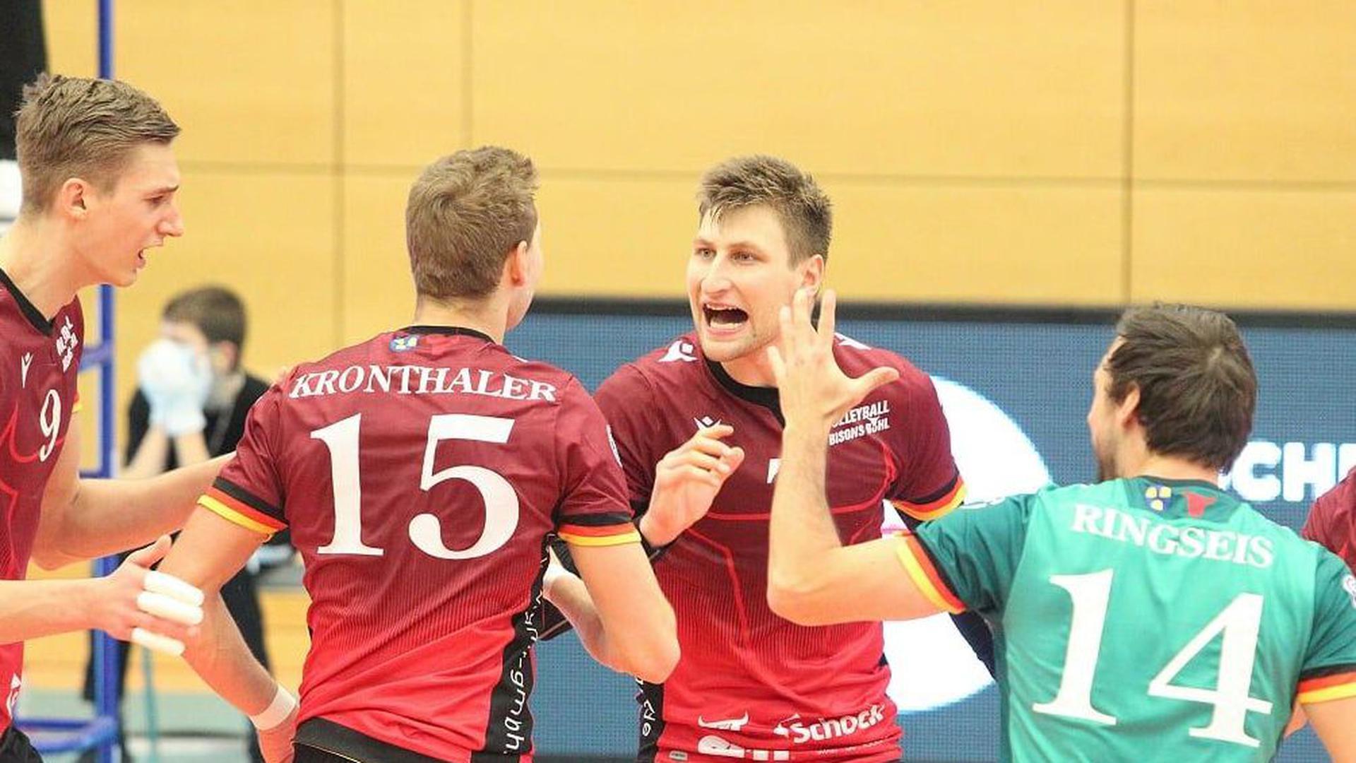 Die Freude der Sieger: Die Bühler Mathäus Jurkovics (von links), Niklas Kronthaler, Edvinas Vaskelis und Florian Ringseis setzten sich mit den Bisons in Unterhaching durch.