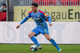 Fabian Reese Kiel, 11, am Ball, Freisteller, Ganzkörper, Einzelbild, Aktion, Action, 20.12.2020, Sandhausen Deutschland, Fussball, 2. Bundesliga, SV Sandhausen - KSV Holstein Kiel, DFB/DFL REGULATIONS PROHIBIT ANY USE OF PHOTOGRAPHS AS IMAGE SEQUENCES AND/OR QUASI-VIDEO. *** Fabian Reese Kiel, 11 , on the ball, crop, full body, single image, action, 20 12 2020, Sandhausen Germany , Football, 2 Bundesliga, SV Sandhausen KSV Holstein Kiel, DFB DFL REGULATIONS PROHIBIT ANY USE OF PHOTOGRAPHS AS IMAGE SEQUENCES AND OR QUASI VIDEO xozx