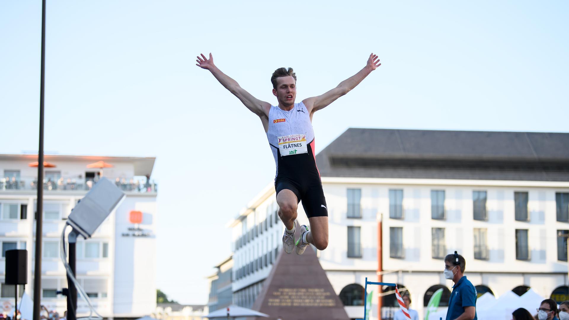 Weitsprung Maenner: Sieger Henriktej Flatnes (NOR).  GES/ Leichtathletik/ Karlsruhe springt, 04.09.2021