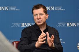 Zu Besuch bei den BNN: U20-Nationaltrainer Guido Streichsbier  geht auch den unangenehmen Fragen im Interview nicht aus dem Weg.