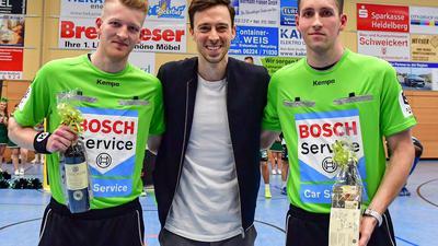 Leon und Nico Bärmann zusammen mit Nationalspieler Patrick Groetzki