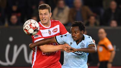 Kevin Wimmer forward of Mouscron, Percy Tau forward of Club Brugge during the Jupiler Pro League match between Royal Excel Mouscron Peruwelz and Club Brugge KV on October 18, 2019 in Mouscron, Belgium, 18/10/2019 FOOTBALL : Mouscron vs Club Bruges - Jupiler Pro League - 18/10/2019 PhotoNews/Panoramic PUBLICATIONxINxGERxSUIxAUTxHUNxONLY 775375123