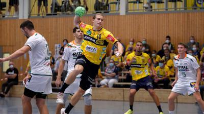Juri Knorr RNL, 10, am Ball, beim Sprungwurf, Wurf, Torwurf, Action, Aktion, Spielszene, 02.09.2021, Kronau Deutschland, Handball, Testspiel, Rhein-Neckar Löwen - HSG Wetzlar *** Juri Knorr RNL, 10 , on the ball, jump shot, throw, goal shot, action, game scene, 02 09 2021, Kronau Germany , handball, test game, Rhein Neckar Löwen HSG Wetzlar xozx