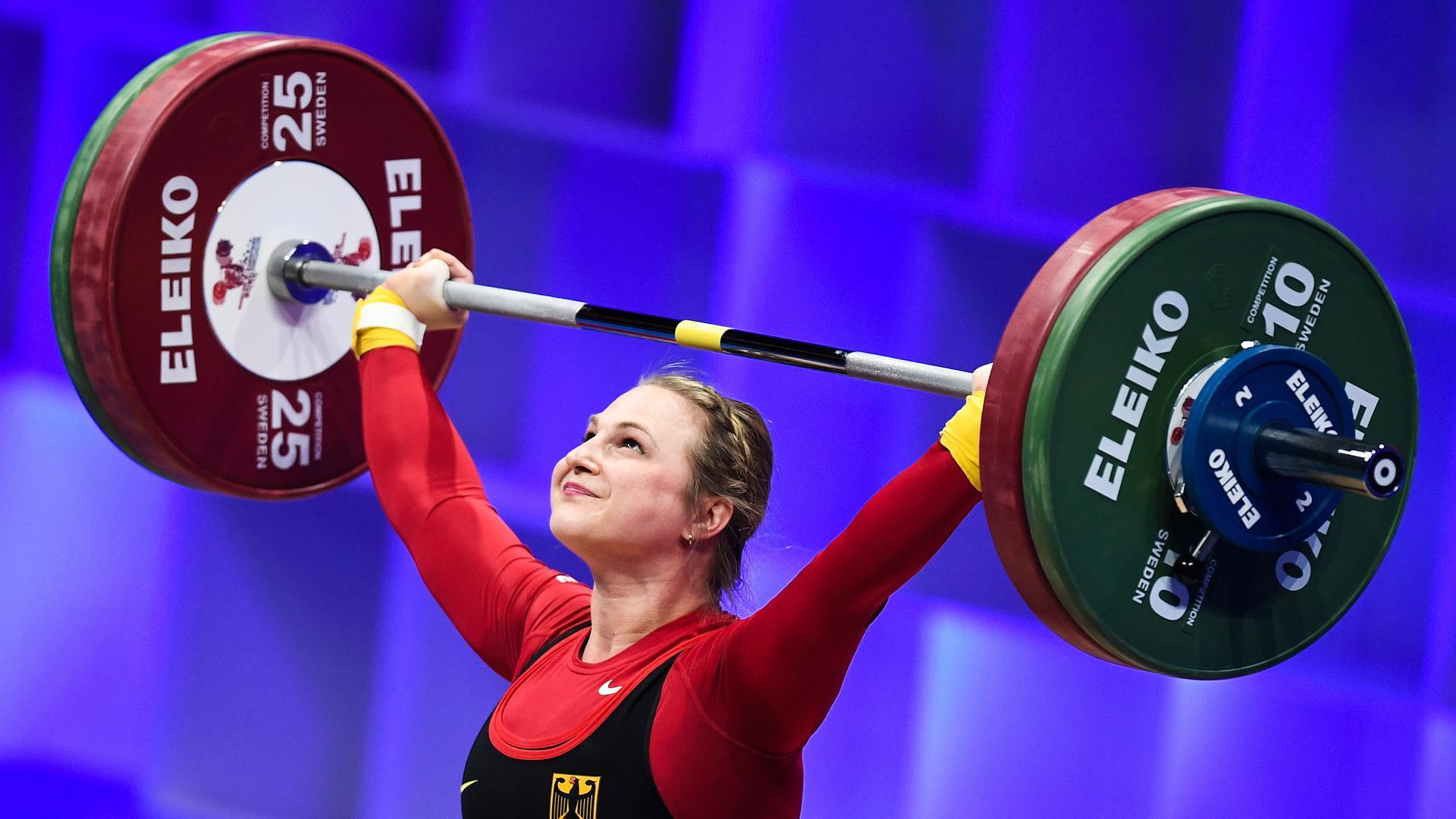 Gewichtheben: Europameisterschaft, Klasse bis 64 kg, Frauen: Sabine Kusterer aus Deutschland.