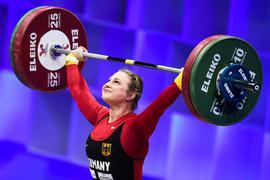 Gewichtheben: Europameisterschaft, Klasse bis 64 kg, Frauen: Sabine Kusterer aus Deutschland tritt bei den Europameisterschaften im Gewichtheben in der Klasse bis 64 kg der Frauen an. +++ dpa-Bildfunk +++