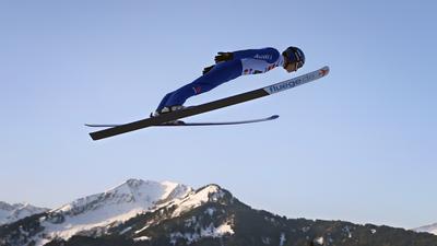 24.01.2020, Bayern, Oberstdorf: Ski nordisch/Kombination: Weltcup, Manuel Faisst aus Deutschland springt im ersten Training. Foto: Karl-Josef Hildenbrand/dpa +++ dpa-Bildfunk +++ | Verwendung weltweit