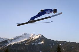 24.01.2020, Bayern, Oberstdorf: Ski nordisch/Kombination: Weltcup, Manuel Faisst aus Deutschland springt im ersten Training. Foto: Karl-Josef Hildenbrand/dpa +++ dpa-Bildfunk +++   Verwendung weltweit