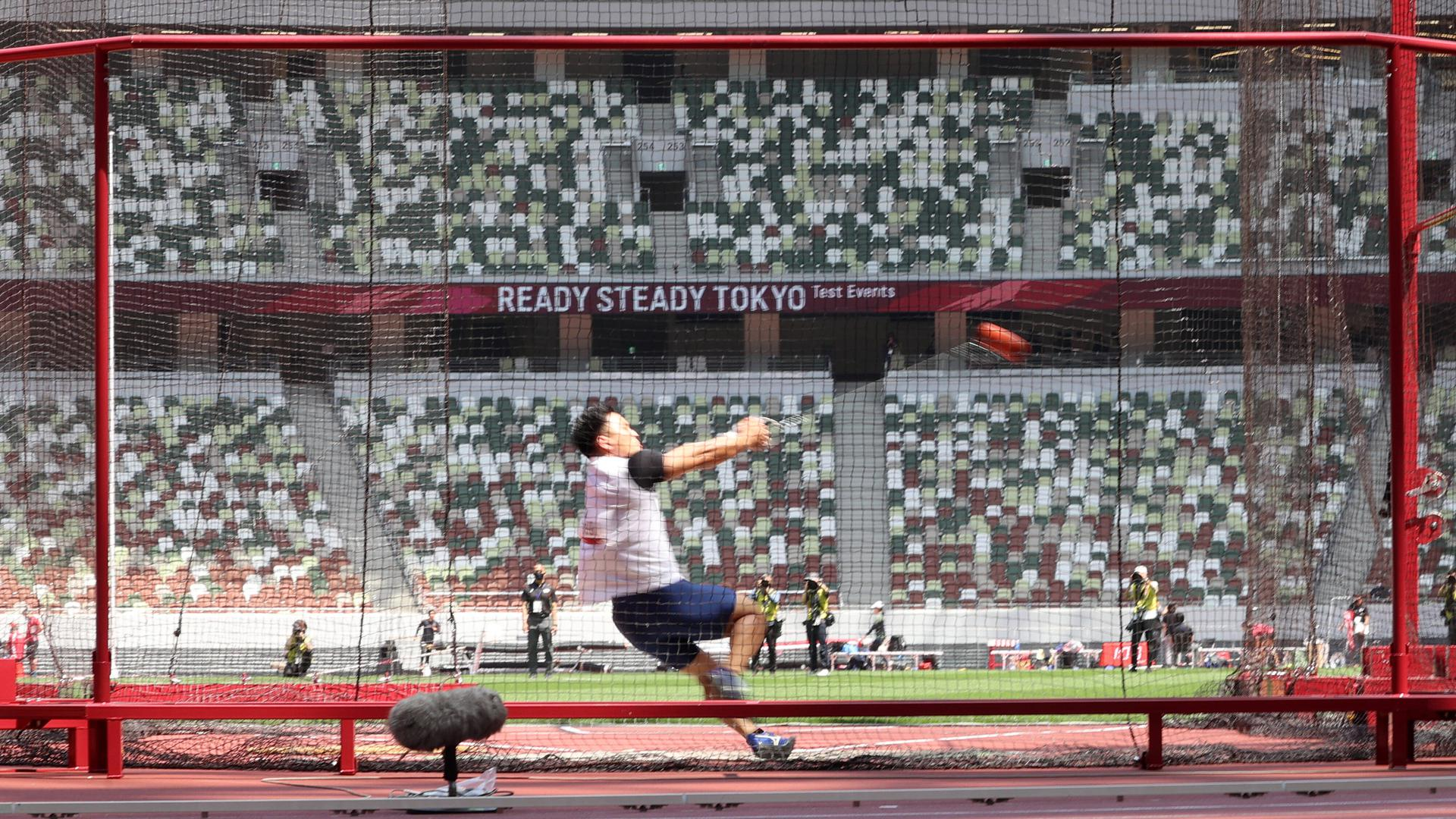 May 9, 2021, Tokyo, Japan - A Japanese athlete competes in the men s hammer throw at a track and field meet for a test event of the Tokyo 2020 Olympic Games, Olympische Spiele, Olympia, OS at the national stadium in Tokyo on Sunday, May 9, 2021. Noxthirdxpartyxsales PUBLICATIONxNOTxINxJPN 0117311956st