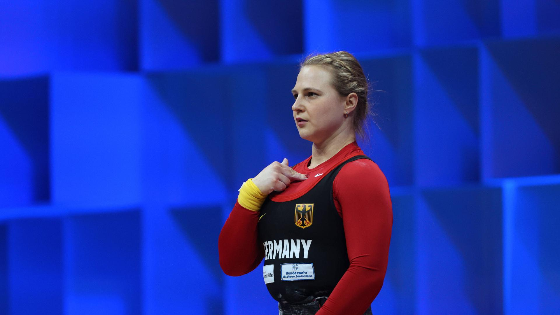 GOLD OLYMPIC QUALIFICATION EVENT European Weightlifting Championships. WOMEN SE 64. KUSTERER Sabine GER. PUBLICATIONxNOTxINxRUS