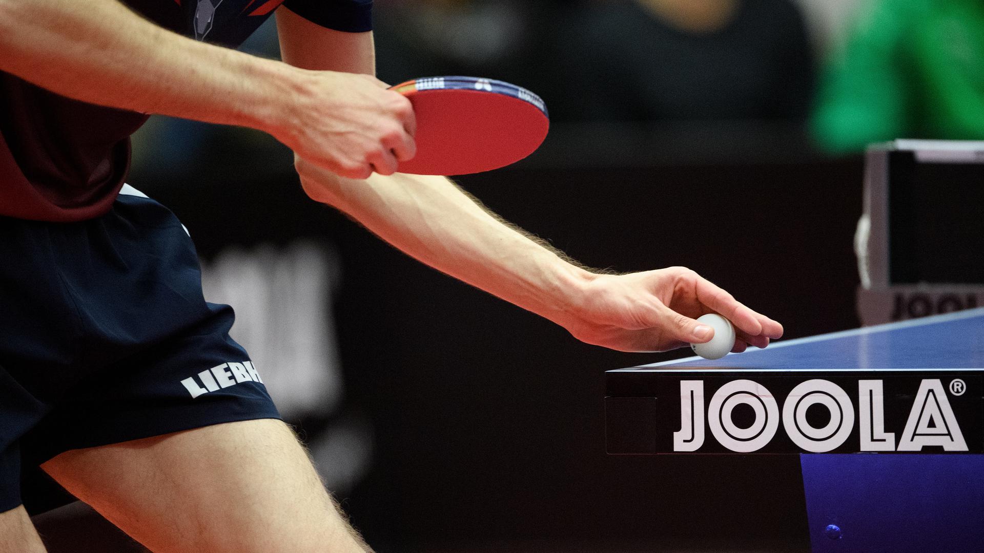 Bereit zur Angabe: Sowohl bei der Tischtennis-Elite als auch bei den Amateuren soll im September die neue Saison starten. Auch in den meisten anderen Sportarten soll es im Herbst weitergehen.