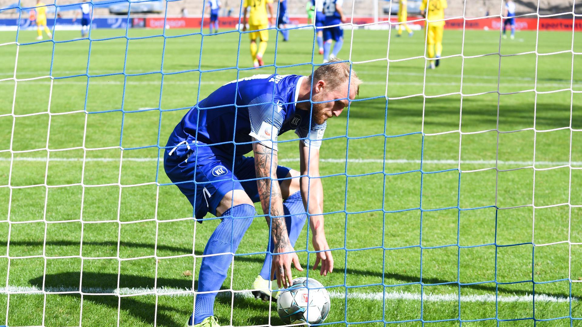 Gesicht der Karlsruher Aufholjagd: Mit drei Treffern, davon zwei per Strafstoß, rettete Philipp Hofmann dem KSC ein 3:3.