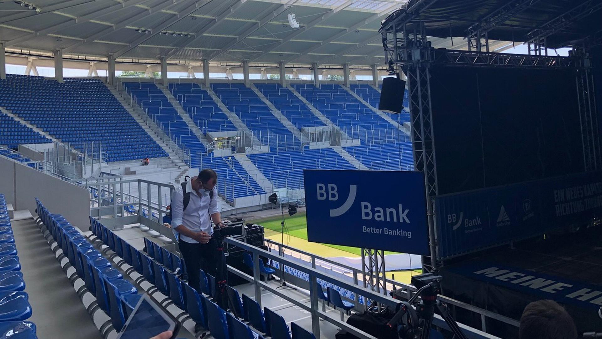 Präsentation am Mittwochmittag: Die BBBank in Karlsruhe übernimmt für fünf Jahre das Namensrecht am Wildparkstadion.