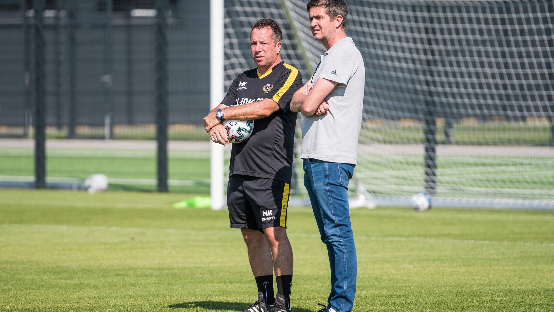 Dresdens Cheftrainer Markus Kauczinski (links) zusammen mit Sportdirektor Ralf Becker bei der Sommervorbereitung. Beide Ex-KSCler leisten in Dresden Aufbauarbeit.