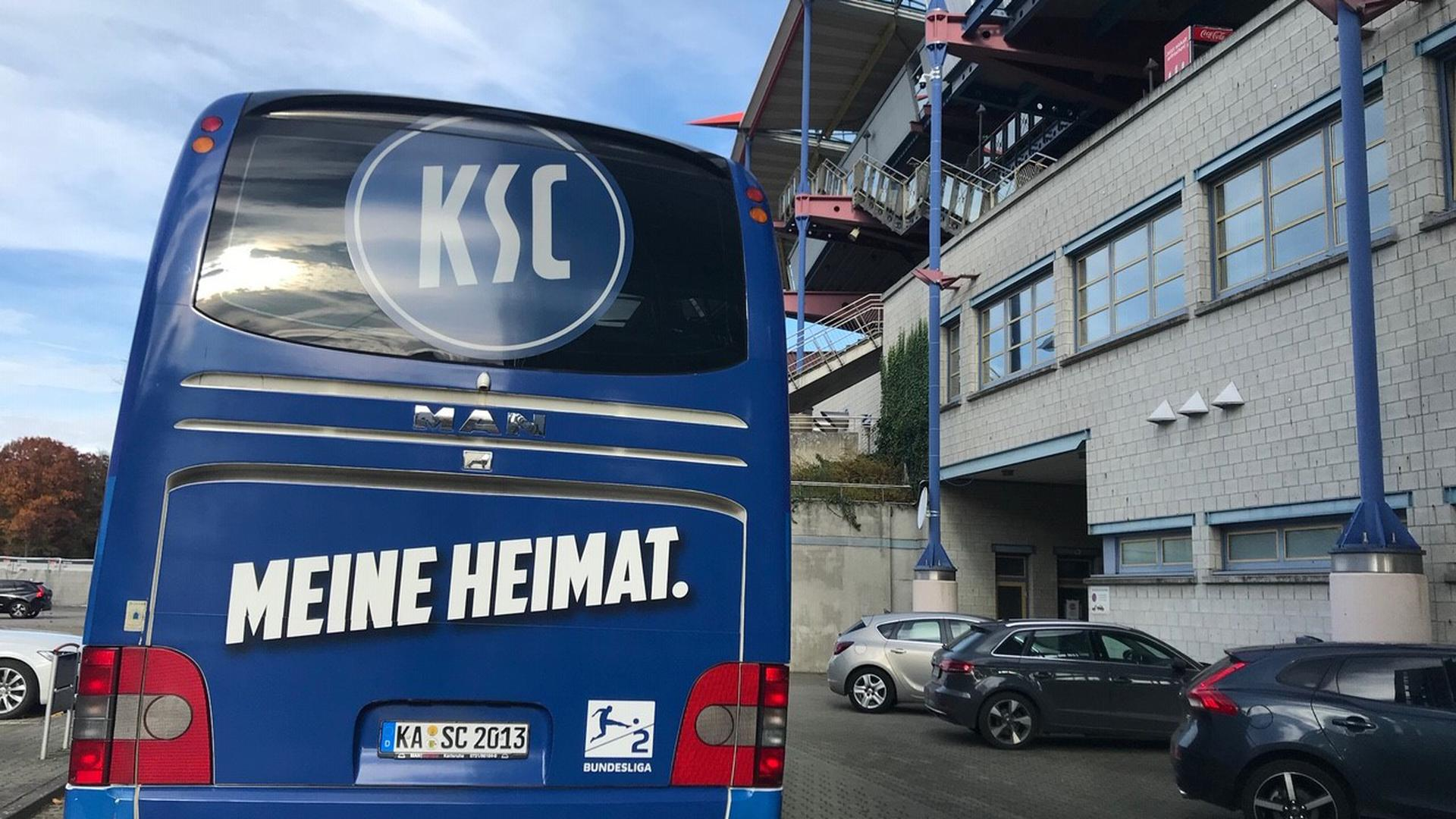 Anreise im Mannschaftsbus: Spieler, Trainer- und Betreuerteam fahren bereits am Freitag nach Hamburg, wo am Sonntag der FC St. Pauli als Gegner wartet.