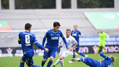 Jerome Gondorf (KSC), Kyong-Rok Choi (KSC) und Philipp Hofmann (KSC).  GES/ Fussball/ 2. Bundesliga: Karlsruher SC - SV Sandhausen, 17.10.2020  Football / Soccer: 2. German League: Karlsruhe vs Sandhausen,  Karlsruhe, October 17, 2020