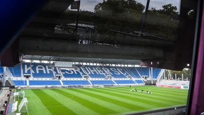 Kleinere Kulisse: Zum Spiel des Karlsruher SC gegen den SV Darmstadt 98 werden am Sonntag nur noch 450 Ticketkäufer Einlass im Wildpakstadion erhalten.
