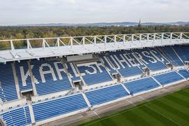 Die Marke KSC von oben: Das neue Stadion, dessen Osttribüne in Betrieb genommen wurde, ist größtes Wachstumsversprechen des Karlsruher Vereins auf Partnersuche.