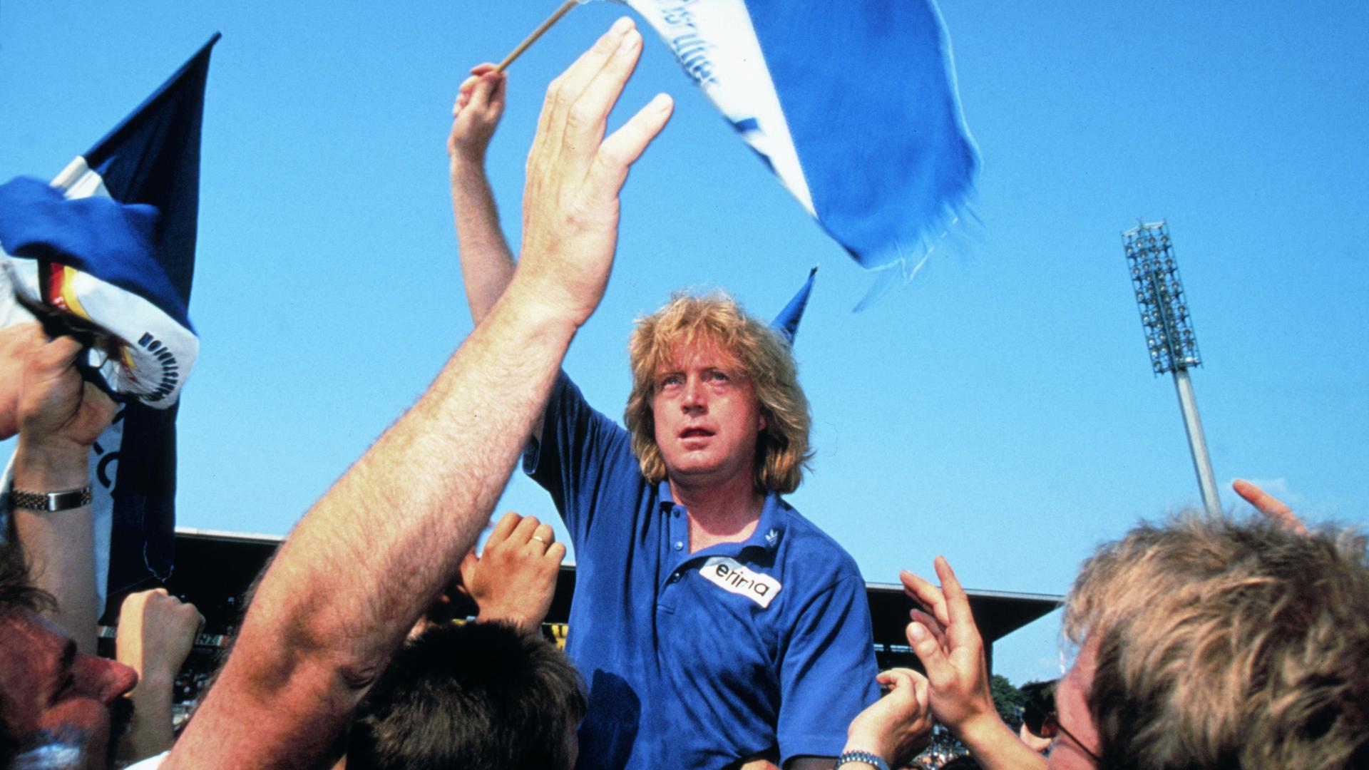 Auf Händen getragen: Winfried Schäfer prägte als Trainer zwischen 1986 und 1998 die erfolgreichste Phase des Karlsruher SC.