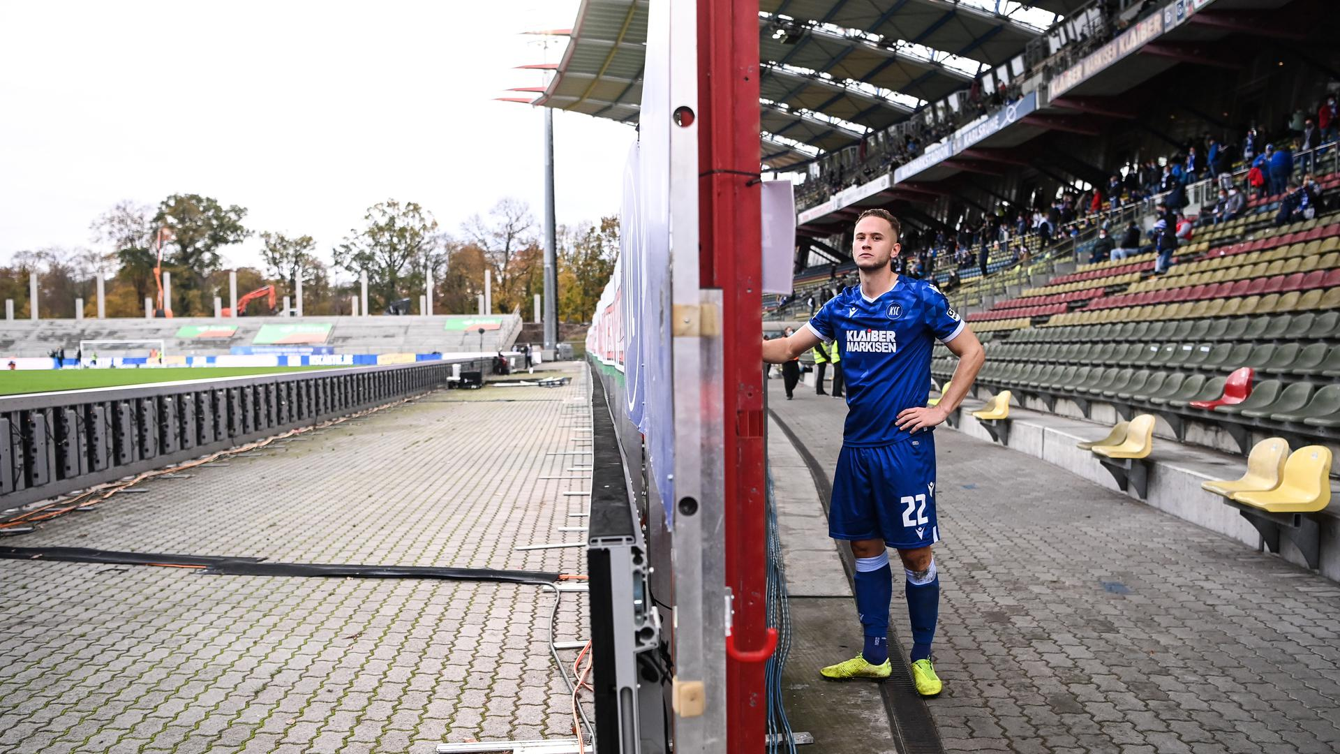 Christoph Kobald (KSC) nach dem Spiel und seiner gelb-roten Karte enttaeuscht.  GES/ Fussball/ 2. Bundesliga: Karlsruher SC - SV Darmstadt 98, 01.11.2020  Football / Soccer: 2nd League: Karlsruher Sport-Club vs SV Darmstadt 98, Karlsruhe, November 1, 2020