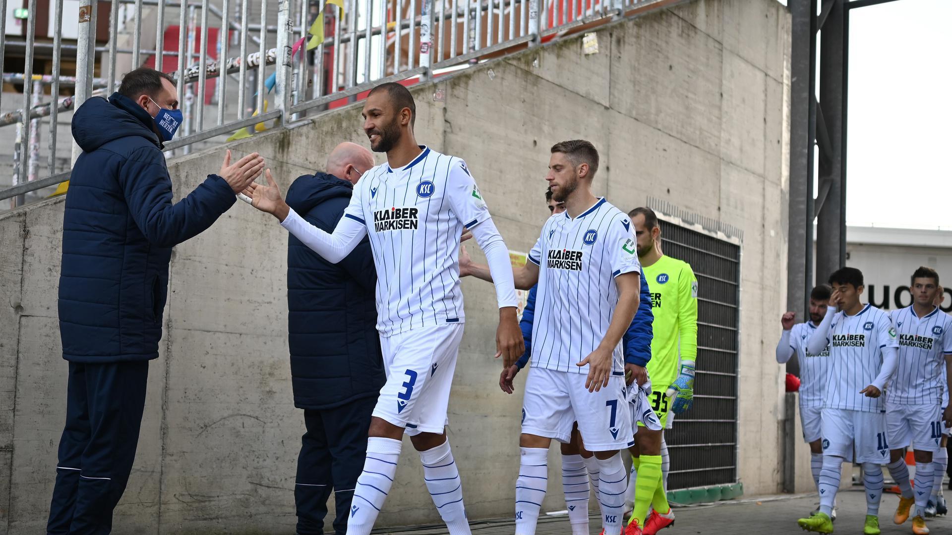 Happy am Millerntor: Daniel Gordon (vorne) und seine Mannschaftskollegen waren am Sonntag beim FC St. Pauli nach dem 3:0 mit sich und der Welt zufrieden.