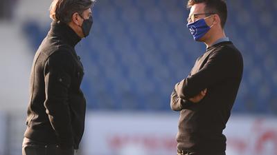 Gemeinsam auf einer Erfolgswelle: Sportdirektor Oliver Kreuzer und Cheftrainer Christian Eichner am Samstag vor Anpfif in  Osnabrück.