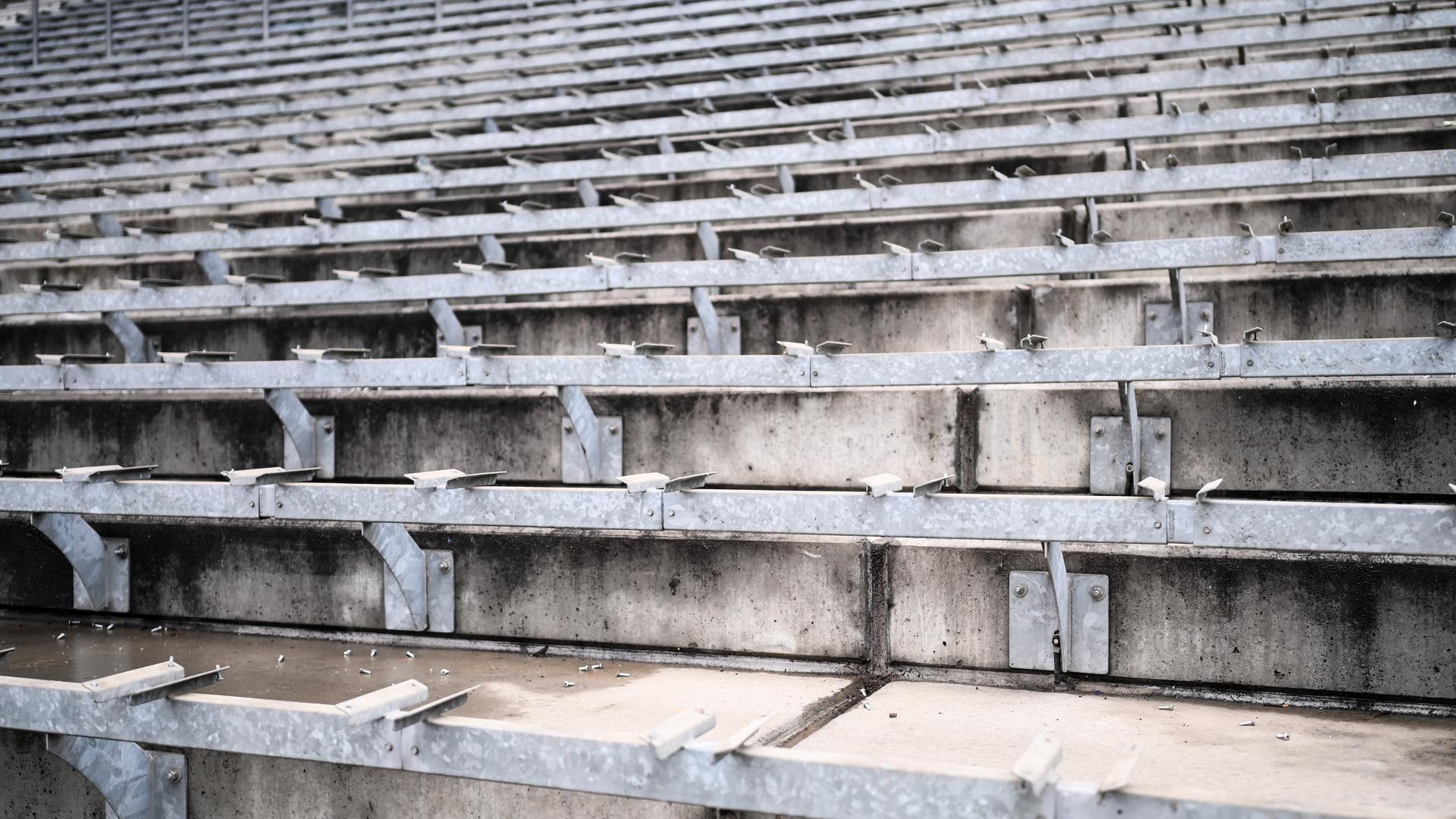 Die Leere: Auf den Rängen der Wildpark-Baustelle kennt man sie an Spieltagen dieser Saison. Nachdem die Mannschaft des KSC in Quarntäne steckt, scheint auch sportlich die Luft raus.