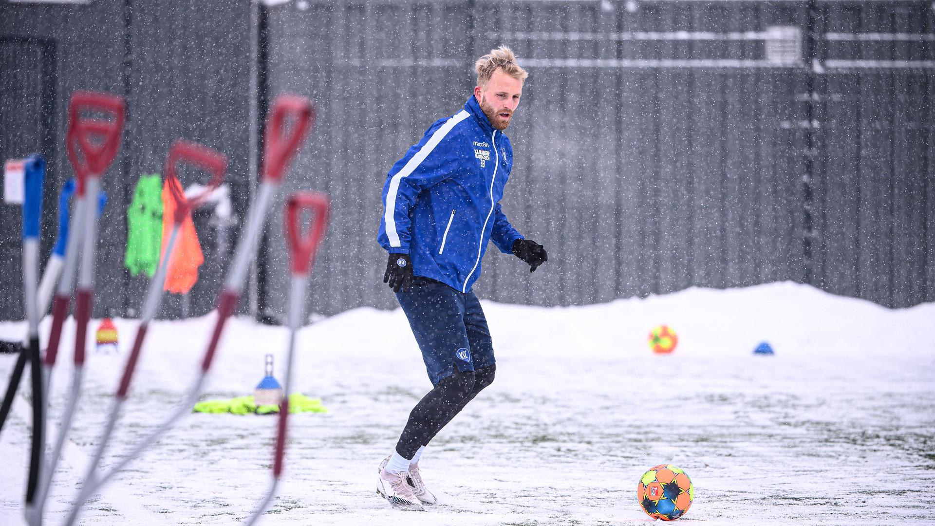 Motiviert nach Sandhausen: Karlsruhes Mittelstürmer Philipp Hofmann bereitet sich mit dem KSC auf das Gastspiel beim Nachbarn in der Kurpfalz vor.