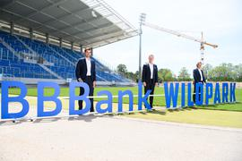 KSC-Geschäftsführer Michael Becker, der designierte BBBank-Vorstandsvorsitzende Oliver Lüsch und Karlsruhes Oberbürgermeister Frank Mentrup am Mittwochmittag.