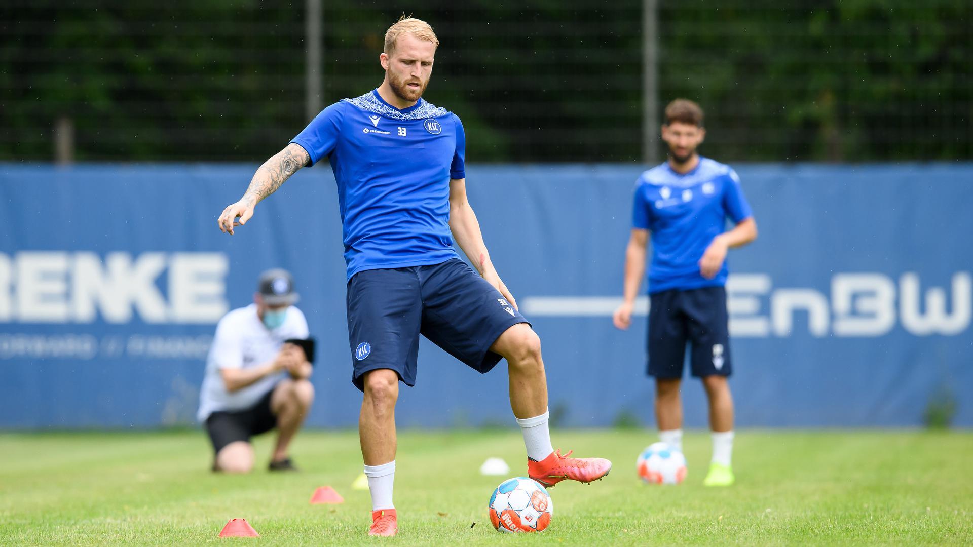 Zurück beim KSC: Torjäger Philipp Hofmann startete am Sonntag beim Karlsruher SC in die Saisonvorbereitung. Einen Wechsel nach Hamburg schloss er danach aus.