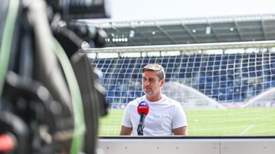 Klare Ansage: KSC-Sportdirektor Oliver Kreuzer wiederholte am Samstag in TV-Kameras seine Festlegung, Philipp Hofmann in diesem Sommer nicht mehr gehen zu lassen. Derweil verhandelt er in Sachen Abwehrspieler.