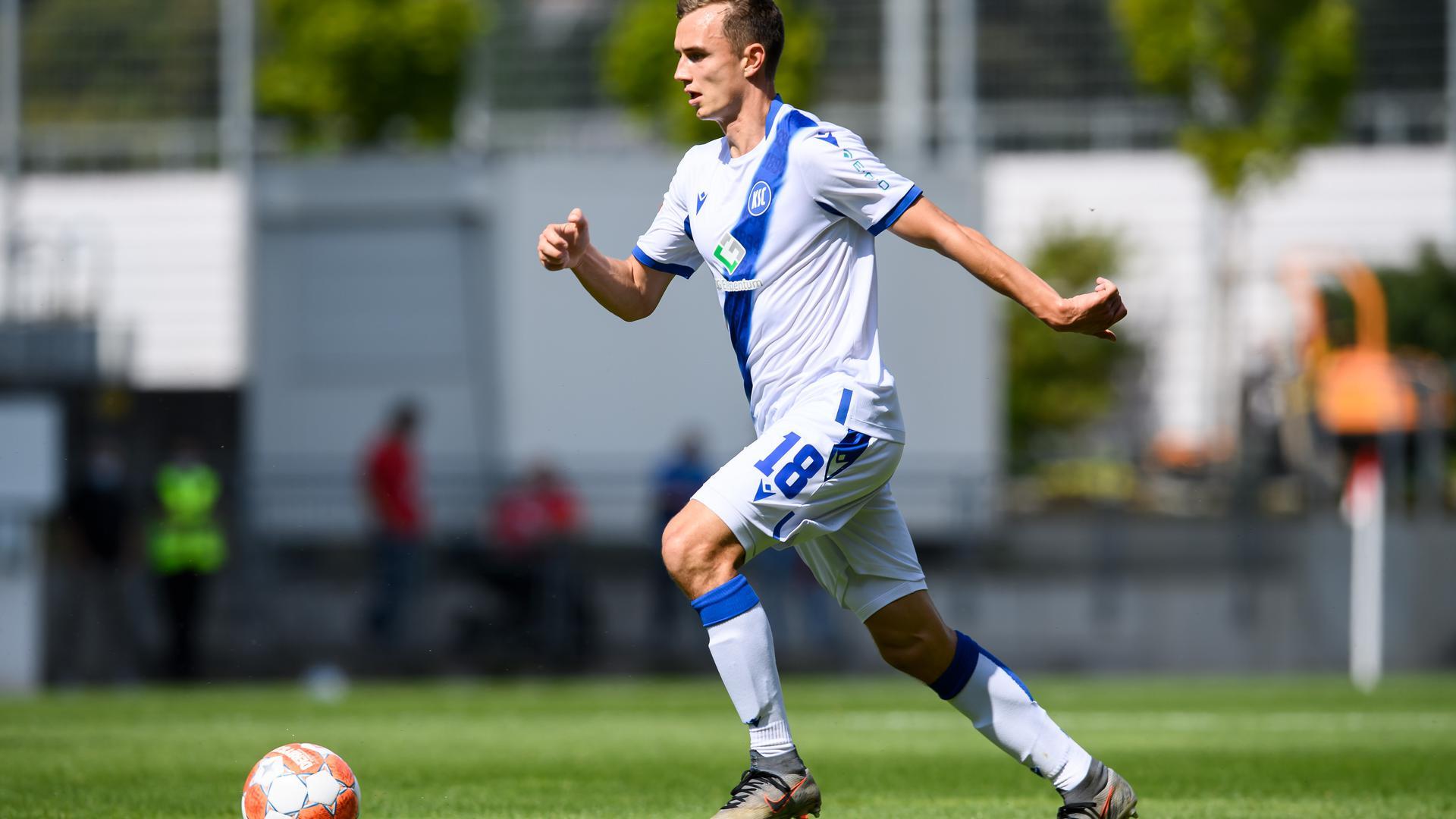 Einstand im KSC-Trikot: Im torlosen Testspiel des KSC gegen den FSV Mainz 05 durfte sich Kilian Jakob eine Stunde lang zeigen.