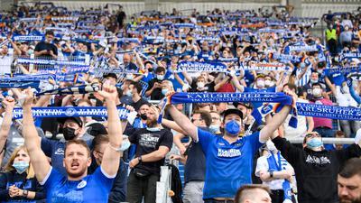Gemeinschaftserlebnis mit Masken: 12.500 KSC-Fans dürfen unter Einhaltung von 3G auch gegen Aue ins Wildparkstadion. Wie danach die Zugangsmodalitäten aussehen werden, ist derzeit unklar.